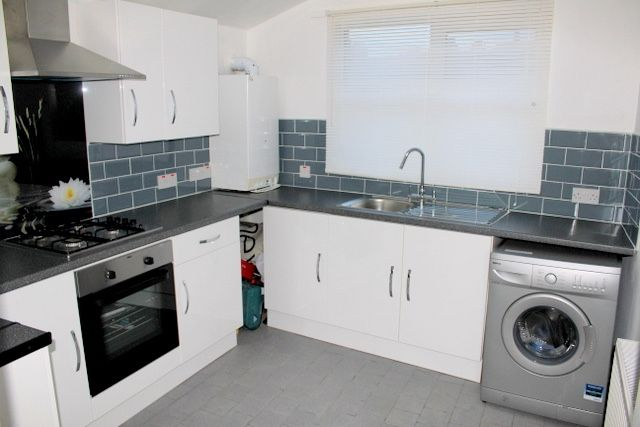 Flat to rent in Brookdale Road, Catford, London