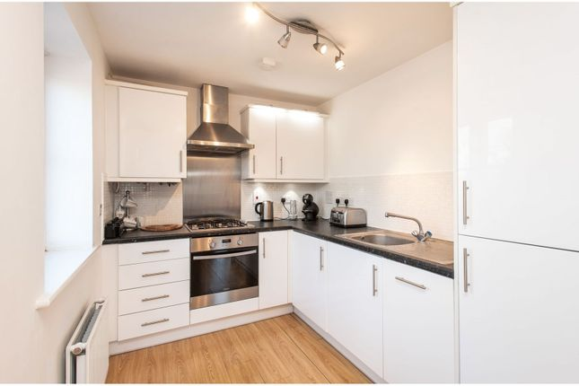 Kitchen of 4 Dodd Road, Watford WD24