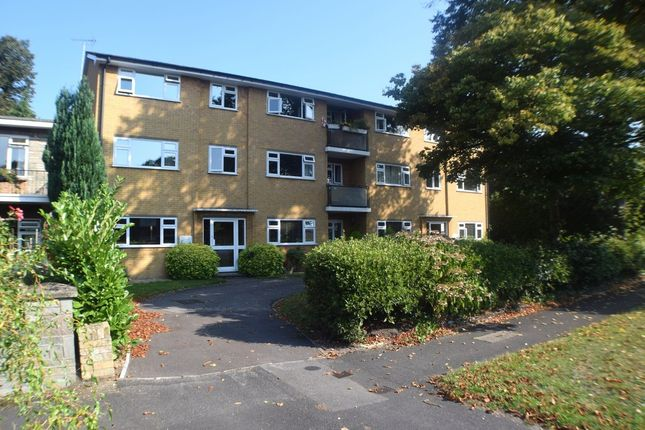 2 bed flat for sale in Cambridge Road West, Farnborough