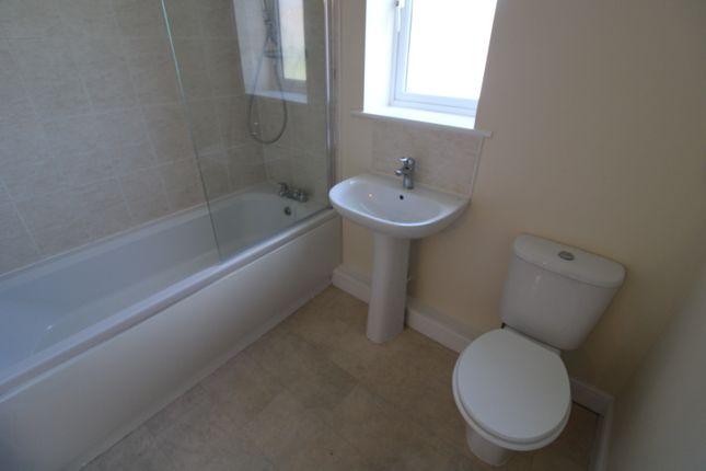 2 bedroom flat for sale in Parkside Crescent, Leeds