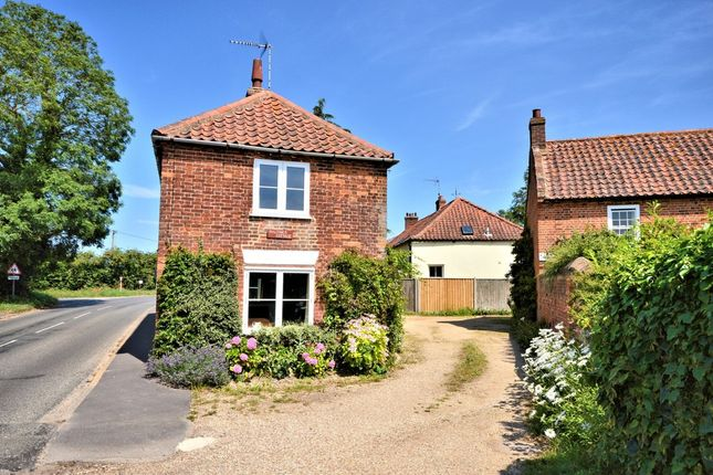 Thumbnail Cottage for sale in Overy Road, Burnham Market, King's Lynn