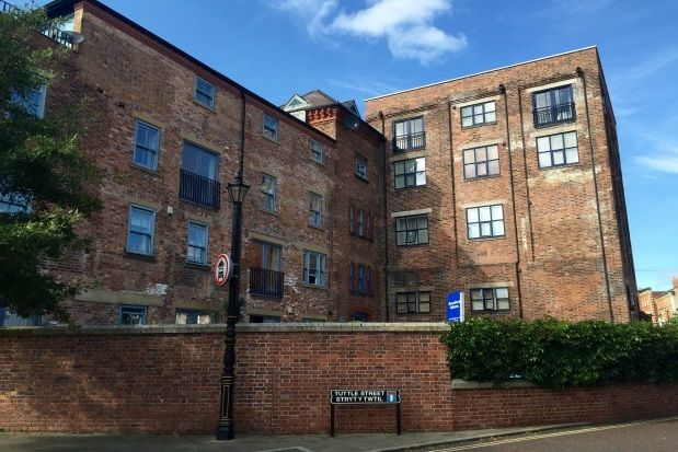 Thumbnail Flat to rent in Tuttle Street, Wrexham