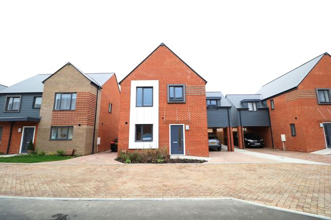4 bed detached house to rent in College Row, Ashford TN23