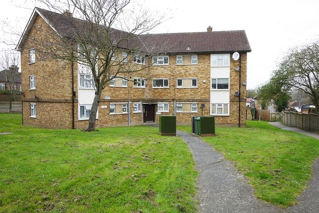 3 bed flat to rent in Purleigh Avenue, Woodford Green, Essex. IG8