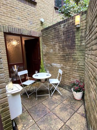 Picture No. 21 of The Courtyard, Caterham, Surrey CR3
