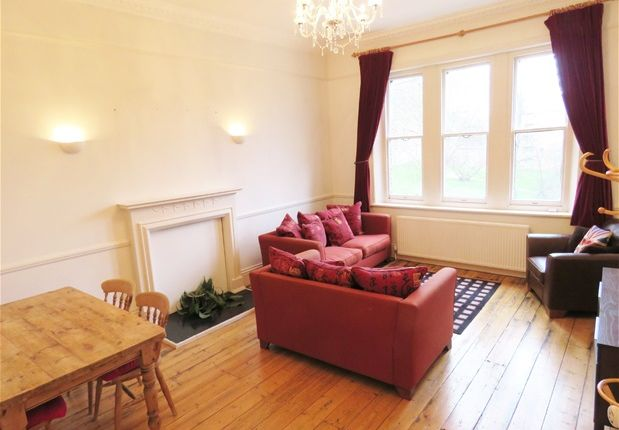 2 bed flat to rent in Christchurch Road, London