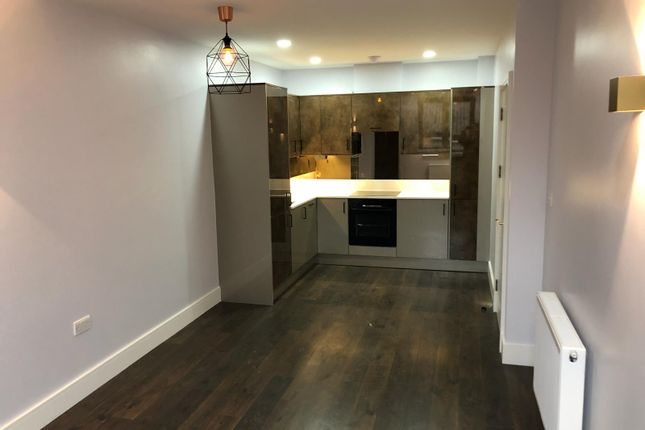 Thumbnail Flat to rent in Lancaster Road, London, New Barnet