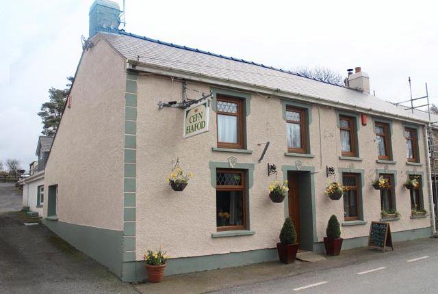 Thumbnail Pub/bar for sale in Llanybydder, Ceredigion