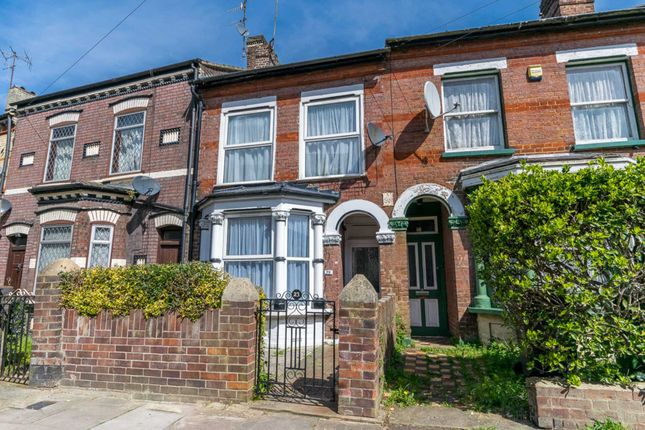 Thumbnail Terraced house for sale in Stockwood Crescent, Luton