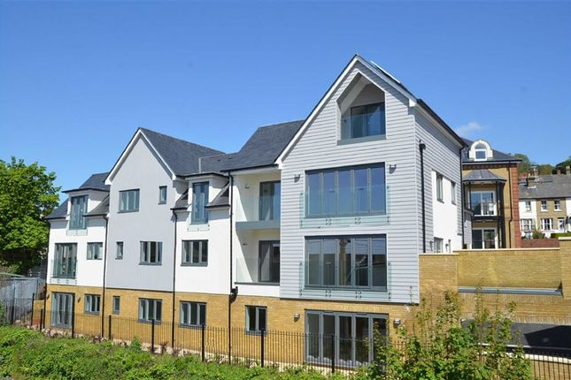 Thumbnail Flat for sale in Bell Sands, Leigh Hill, Leigh-On-Sea, Essex