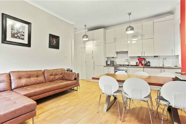 2 bed flat for sale in Dukes Avenue, London