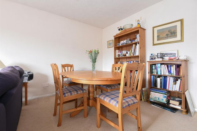 Wanmer court birkheads road reigate rh2 2 bedroom for Dining room reigate