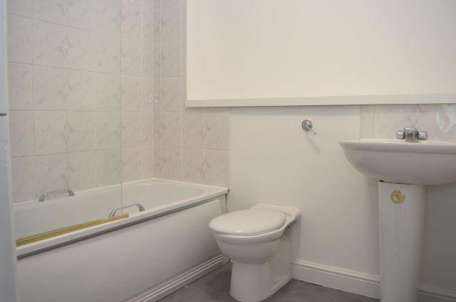 Bathroom of Burrows Court, Lumbertubs, Northampton NN3