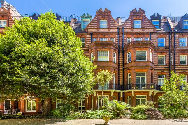 Thumbnail Flat for sale in Sloane Gardens, Chelsea