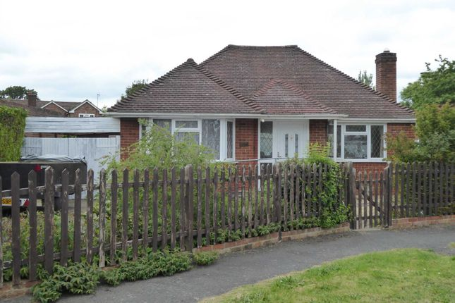 Thumbnail Bungalow to rent in The Crescent, Earley, Reading