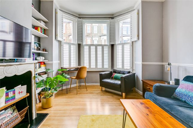 2 bed flat for sale in Strathblaine Road, London SW11