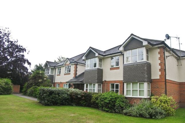 2 bed flat to rent in Birch Avenue, Fleet, Hampshire