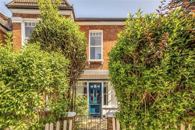Thumbnail Flat for sale in Sternhold Avenue, London