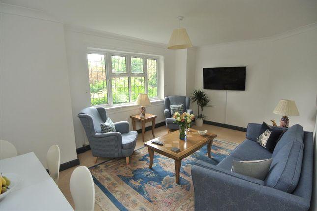 Living Room of Oakfield Glade, Weybridge KT13