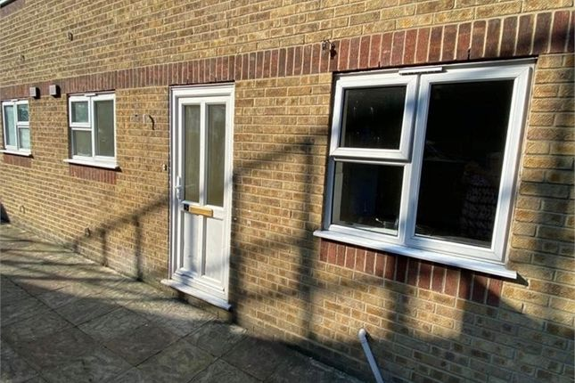 Thumbnail 1 bed flat to rent in Grange Hill, Chatham, Kent