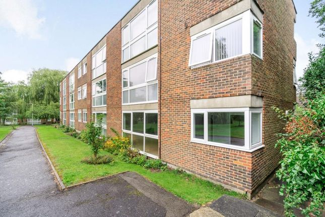 Thumbnail Flat to rent in Hawkesworth Close, Northwood