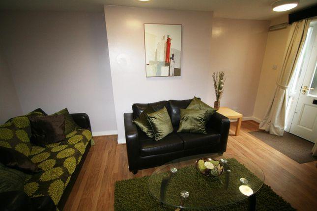 Thumbnail Flat to rent in Flat 1, 15 Hyde Park Terrace, Hyde Park