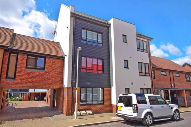 Thumbnail Flat for sale in Hawley Drive, Leybourne, West Malling, Kent