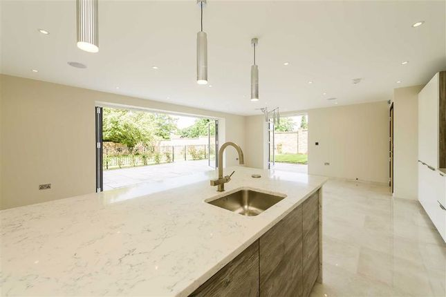 Thumbnail Flat to rent in Amethyst Close, Arkley, Hertfordshire