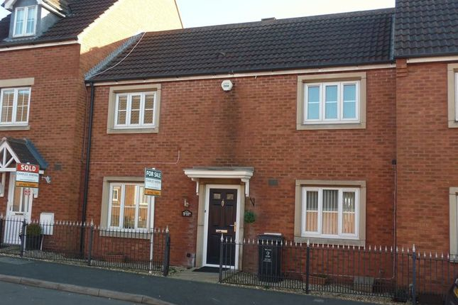 3 bed terraced house for sale in Thresher Drive, Swindon