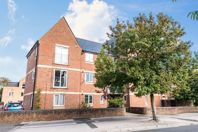 2 bed flat for sale in Oxford Road, Cowley, Oxford OX4