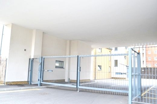 Parking/garage to rent in Wandsworth Road, Vauxhall, London