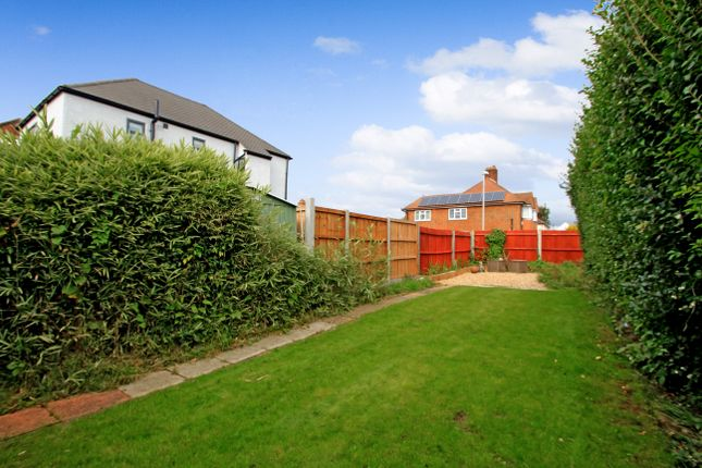 2 bed maisonette for sale in Thornhill Avenue, Tolworth, Surbiton KT6