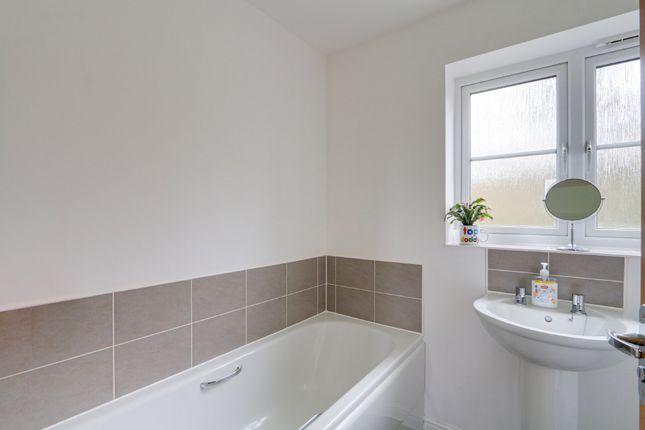 Bathroom of Larkspur Drive, Newton Abbot TQ12