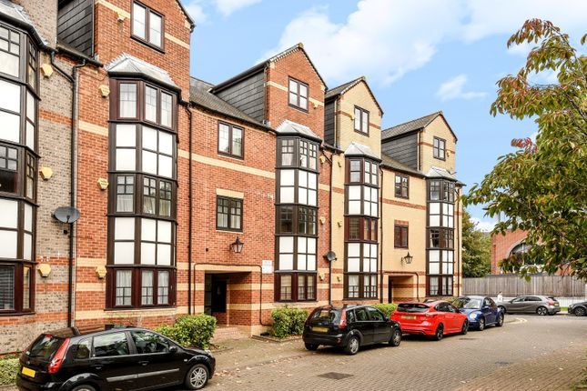 Thumbnail Flat for sale in Maltings Place, Holybrook, Reading