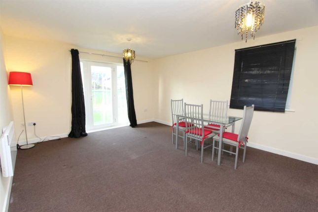 1 bed flat for sale in Chamberlain Close, Ilford, London IG1