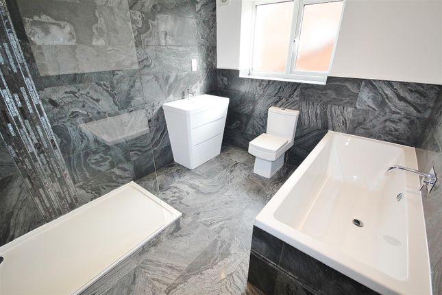 Family Bathroom of Hull Road, Hemingbrough, Selby YO8