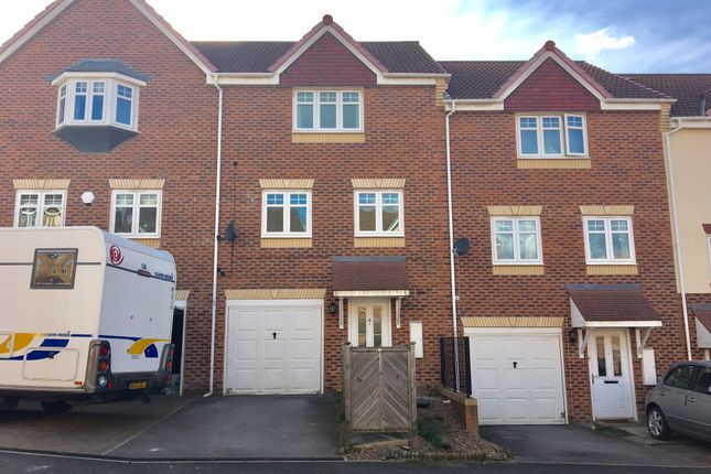Thumbnail Town house for sale in Foxglove Fold, Catsleford