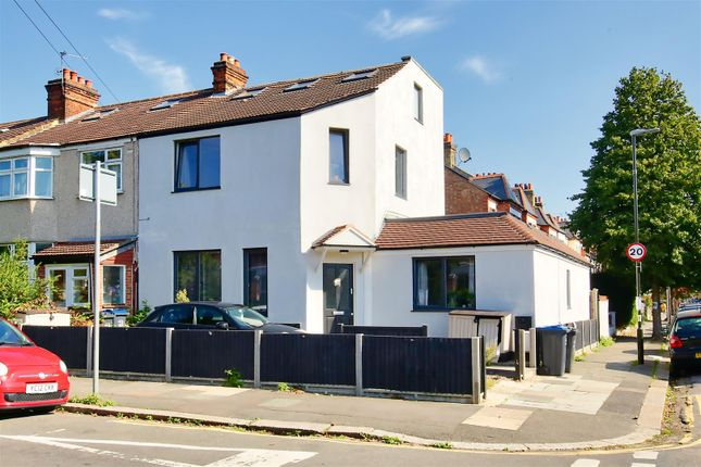 Thumbnail Flat to rent in Evelyn Road, London