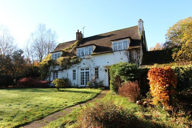 4 bed semi-detached house for sale in Mogador, Lower Kingswood, Tadworth