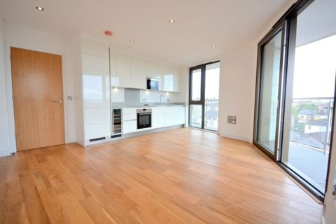 Thumbnail Flat to rent in Gateway House, 322 Regents Park Road, Finchley
