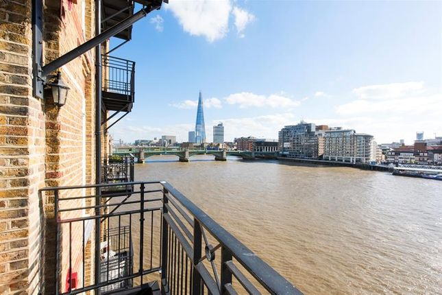 Thumbnail Flat for sale in Globe View, High Timber Street, City Of London