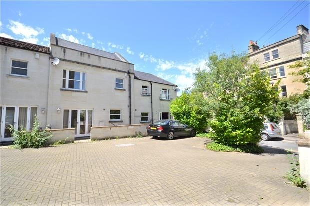 2 bed end terrace house to rent in St Saviours Road, Larkhall, Bath