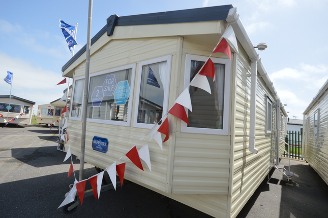 Beautifully Cared For Pre-Owned Holiday Home For Sale! Free 2019 Pitch Fees And Connections Included.