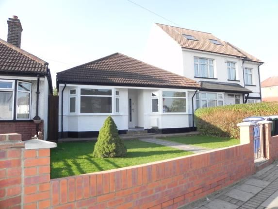 Thumbnail Bungalow for sale in Oakleigh Road North, Whetstone, ., London