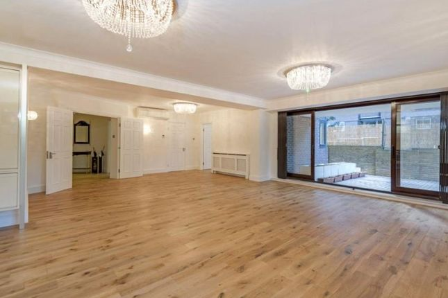 3 bed flat for sale in Avenue Road, London