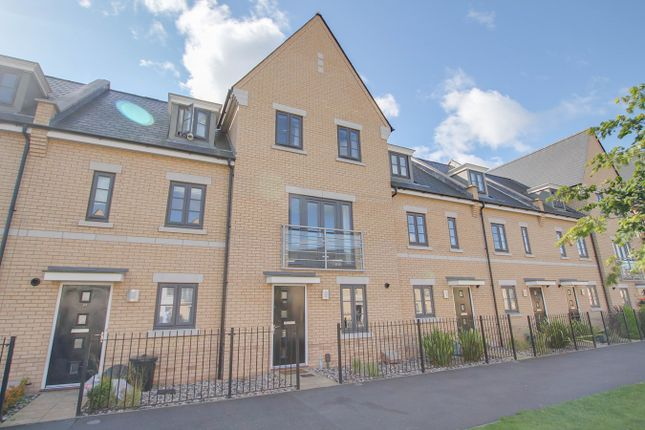 Thumbnail Town house for sale in Roberts Road, Colchester