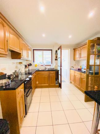 Thumbnail Terraced house to rent in Poplar Close, Crawley