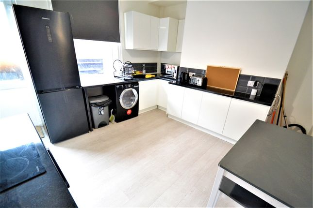 Thumbnail Room to rent in Crosby View, Leeds