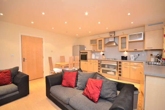 Thumbnail Flat to rent in High Road, Harrow Weald