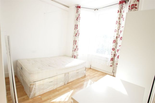 Studio to rent in Chapter Road, Willesden, London